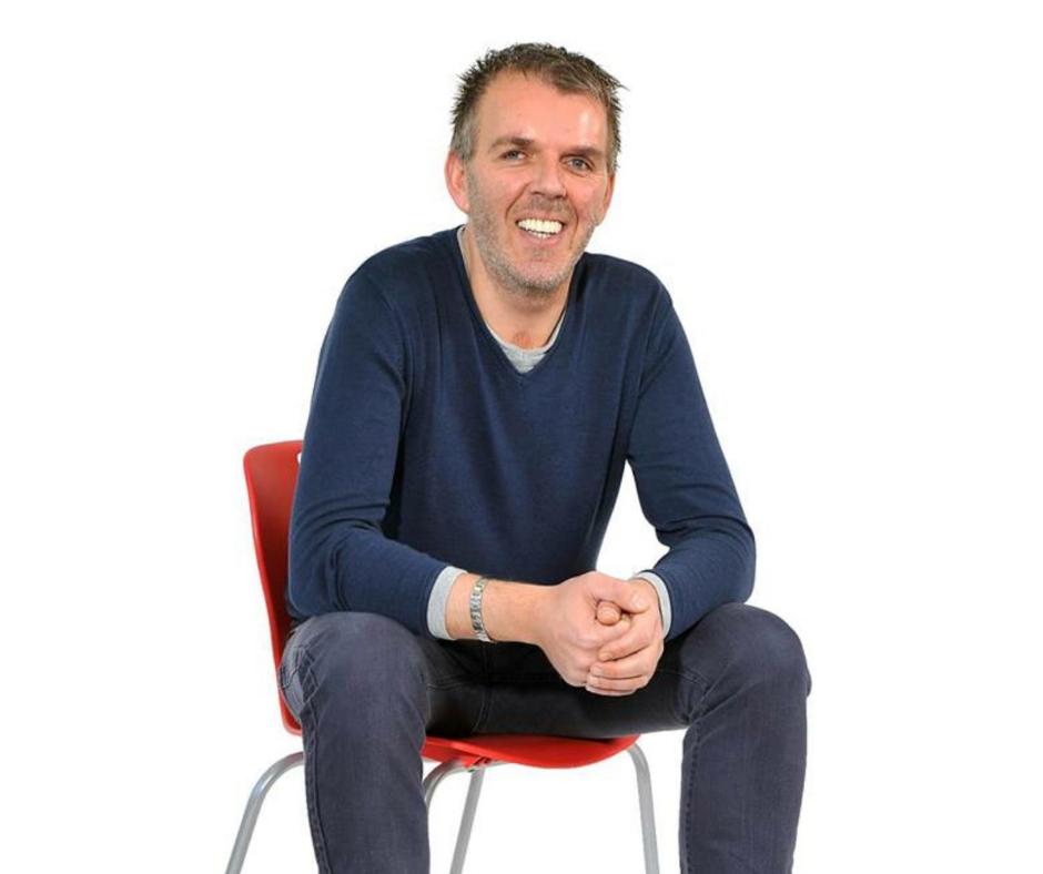 Kursholder Øystein Mauritzen som sitter på en stol